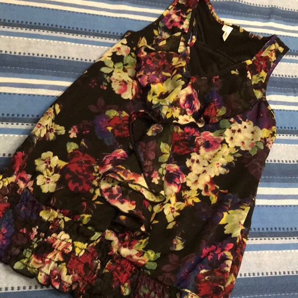 Studio Y Tops - Beautiful black blouse with floral print